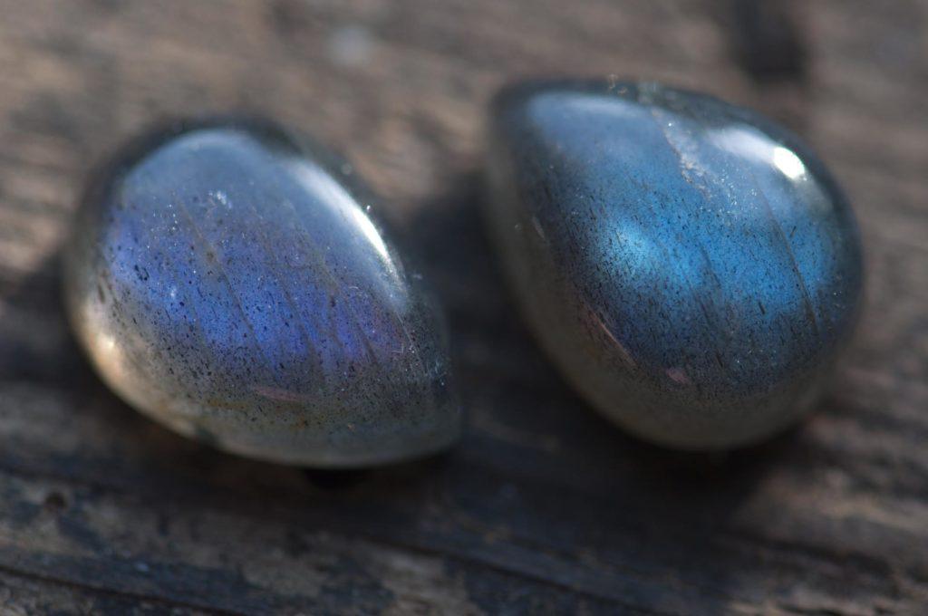 personalizacja biżuterii przez wybór kamienia