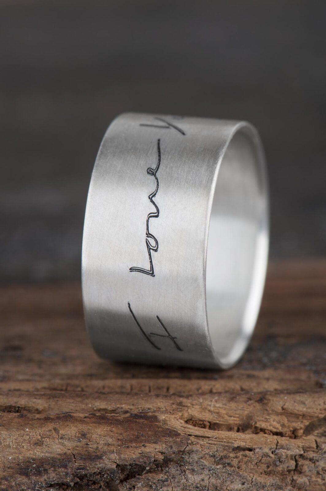 Biżuteria zpismem obrączka