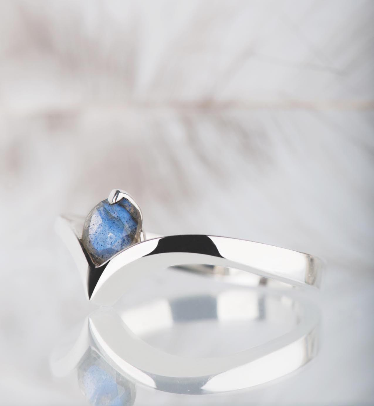 pierścionek zlabradorytem