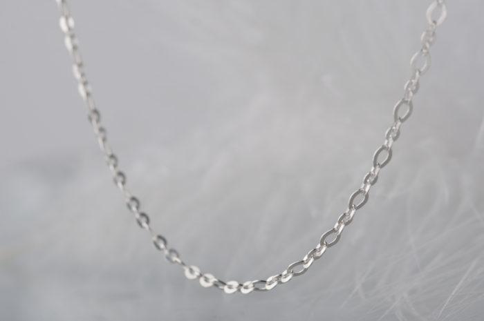 srebrny łańcuszek rolo