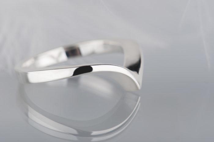 minimalistyczny pierścionek bez kamienia
