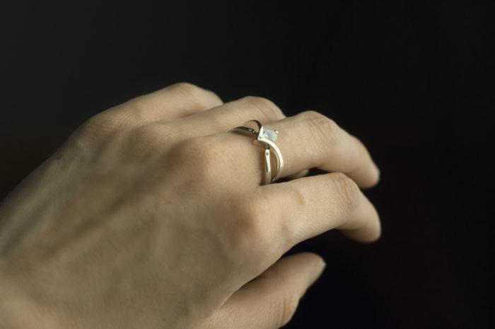 pierścionki modułowe z kamieniem ksieżycowym i diamentami