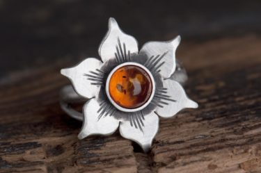pierścionek boho z bursztynem