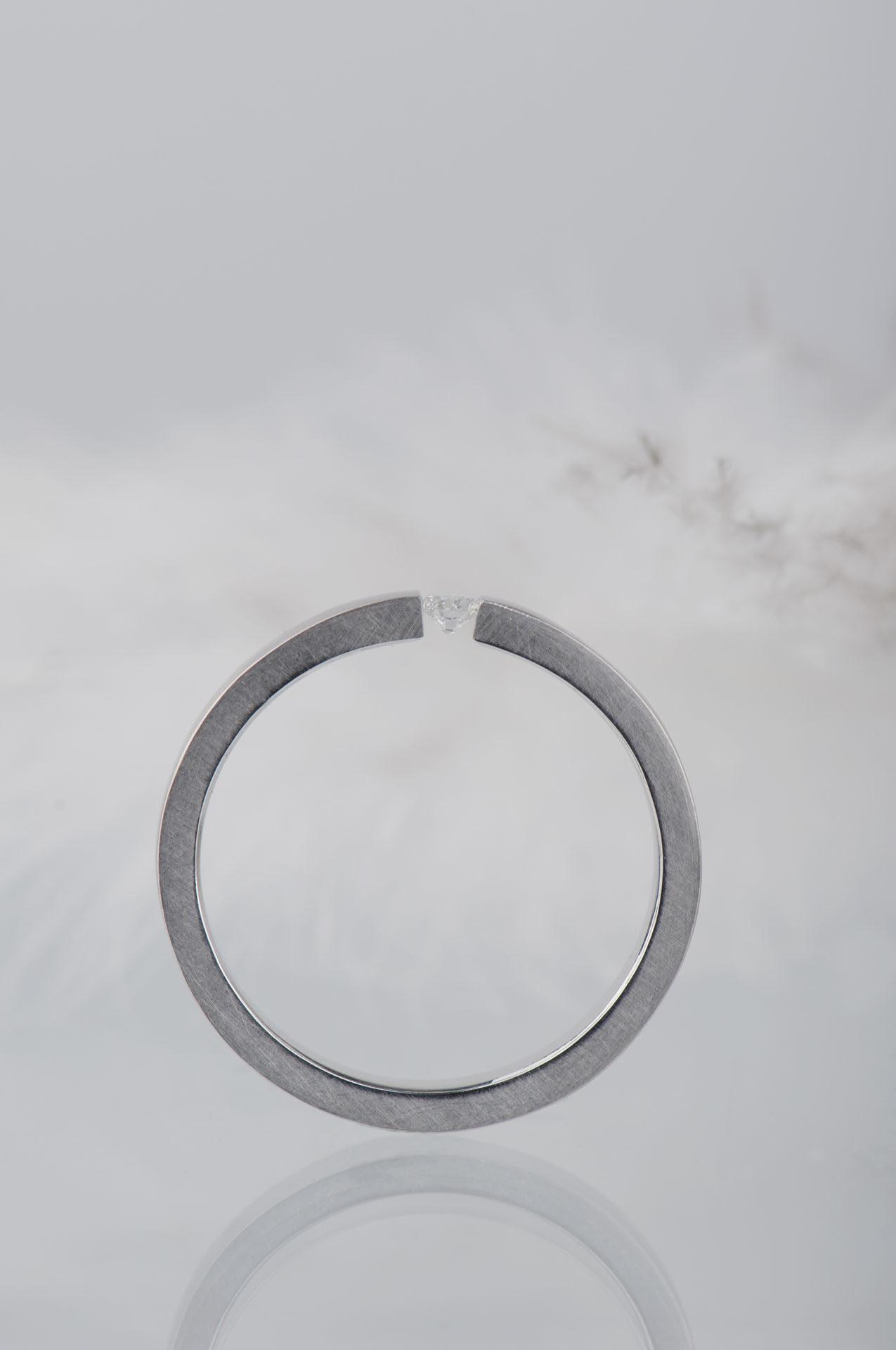 pierscionek-z-diamentem