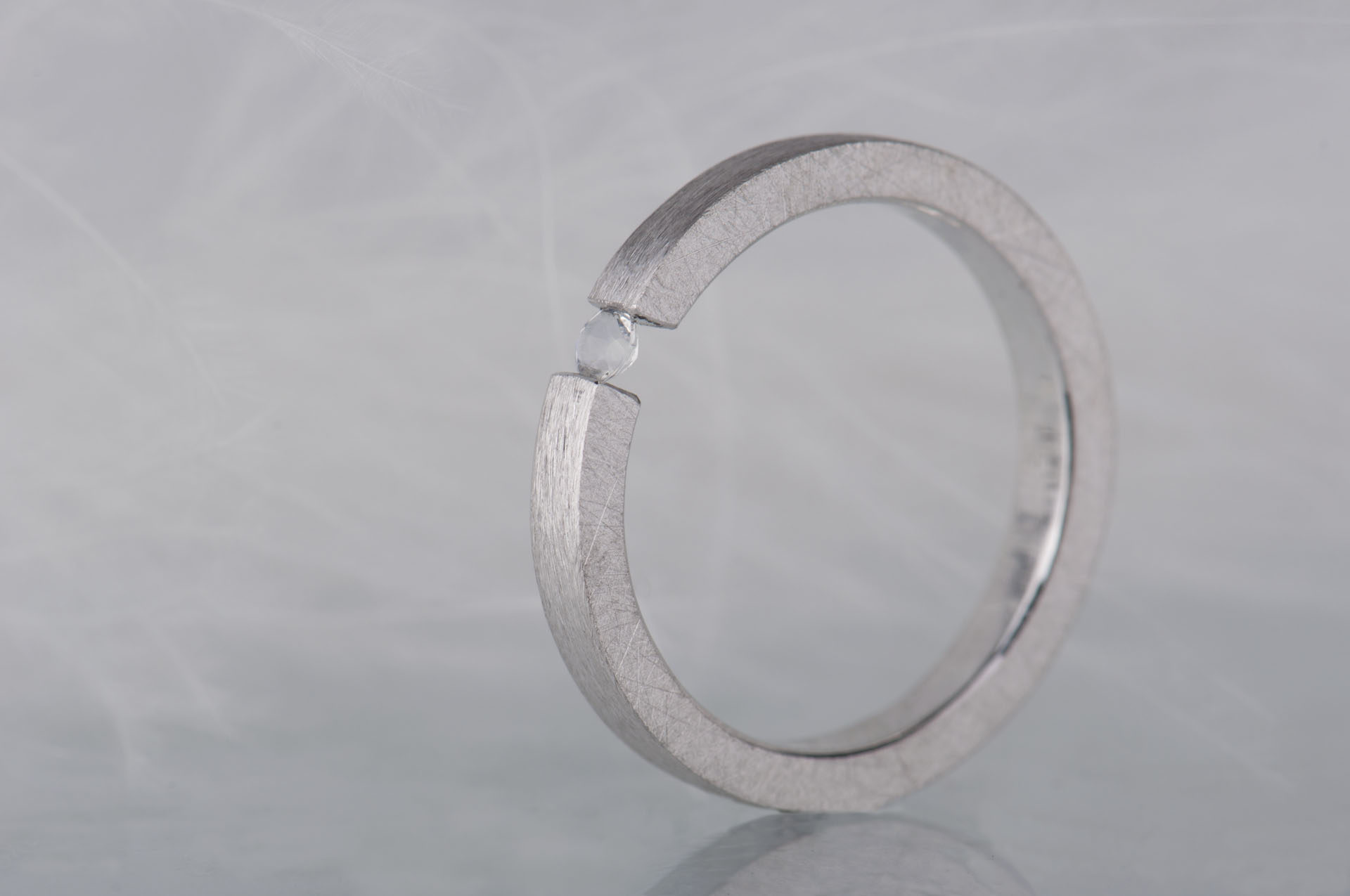 pierścionek z kamienime księżycowym