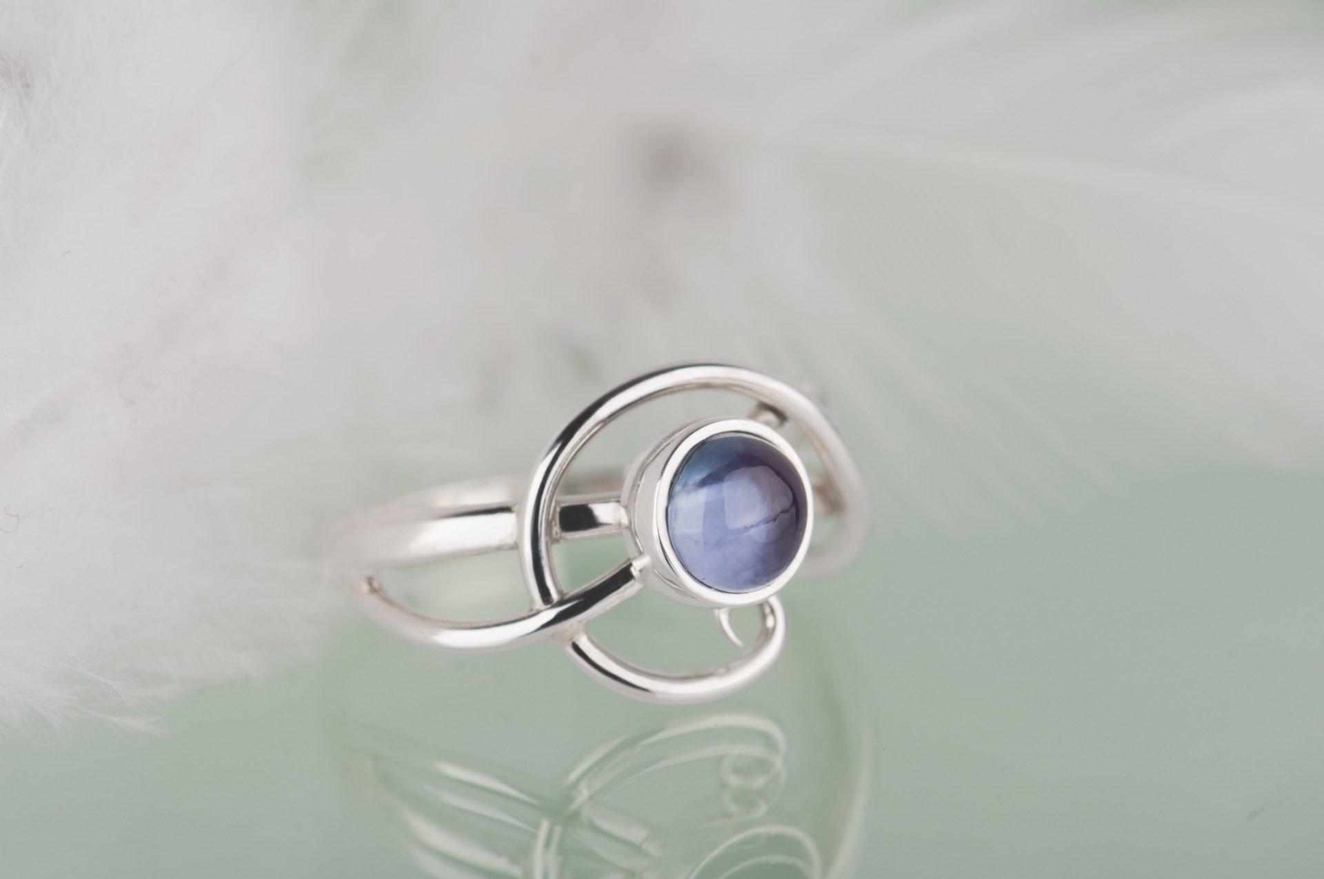 pierścionek zkaboszonem aleksandrytem
