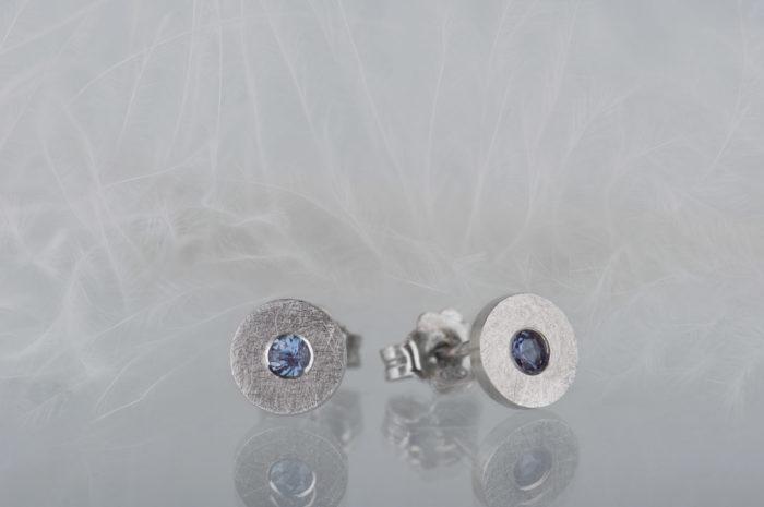 srebrne minimalistyczne kolczyki z aleksandrytem