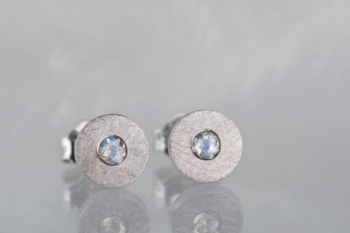 kolczyki z kamieniem księżycowym