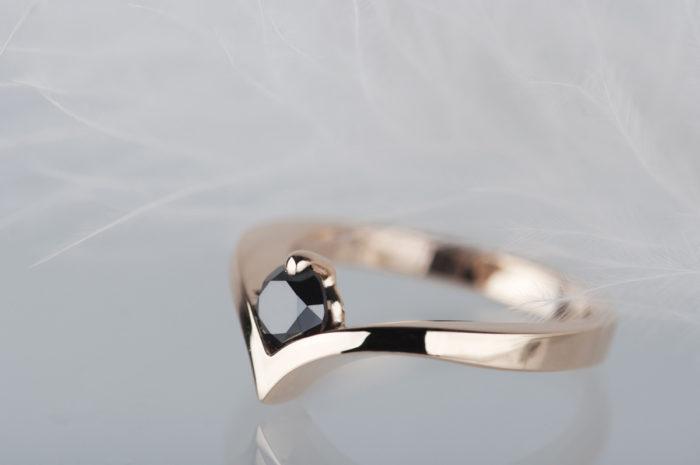 pierścionek złoty z czarnym diamentem