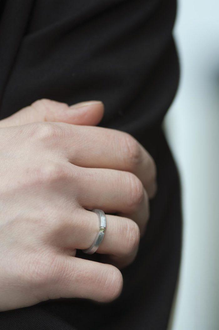 pierścionek tension z perydotem