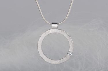 zawieszka z diamentem