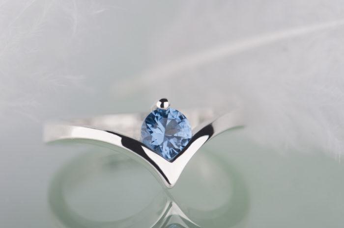 pierścionek ze srebra z akwamarynem