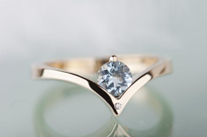 pierścionek z akwamarynem i diamentem