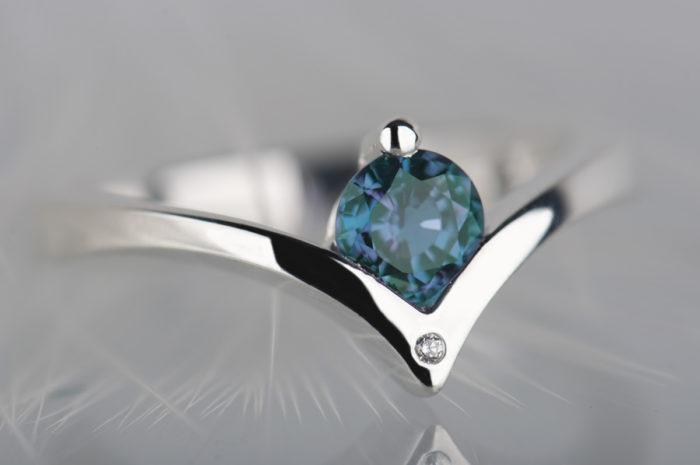 pierścionek z diamentem i aleksandrytem