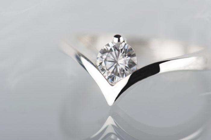 pierścionek zaręczynowy z moissanitem