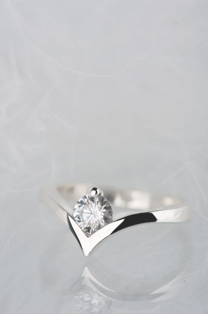 pierścionek z moissanitem