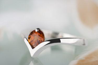 pierścionek z spessartynem