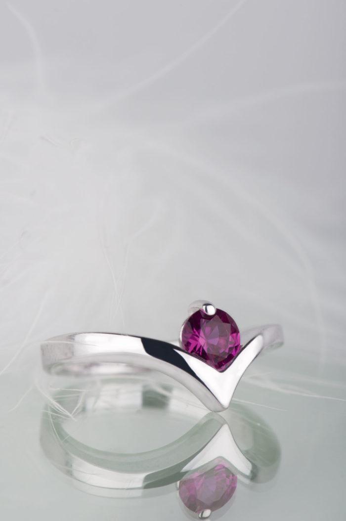pierścionek srebrny z rubinem