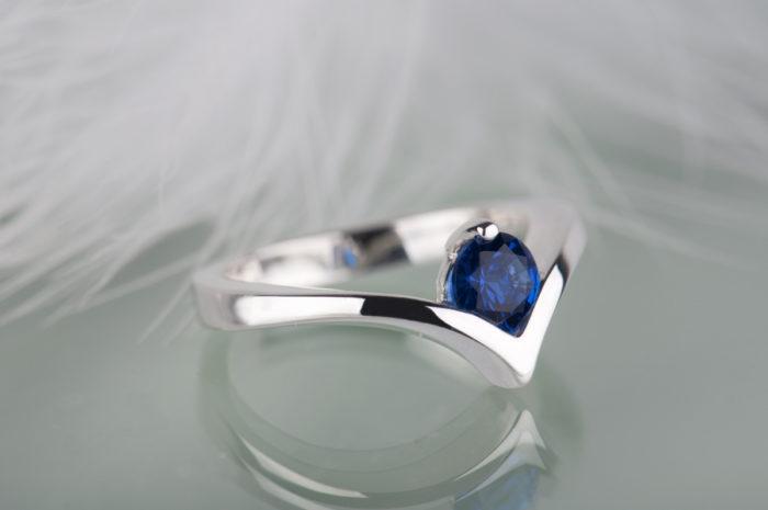 pierścionek ze srebra z szafirem