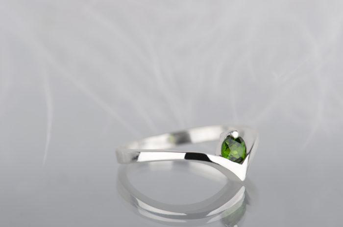 pierścionek z diopsydem