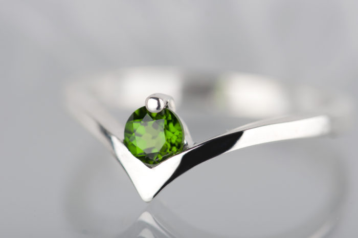 srebrny pierścionek z diopsydem