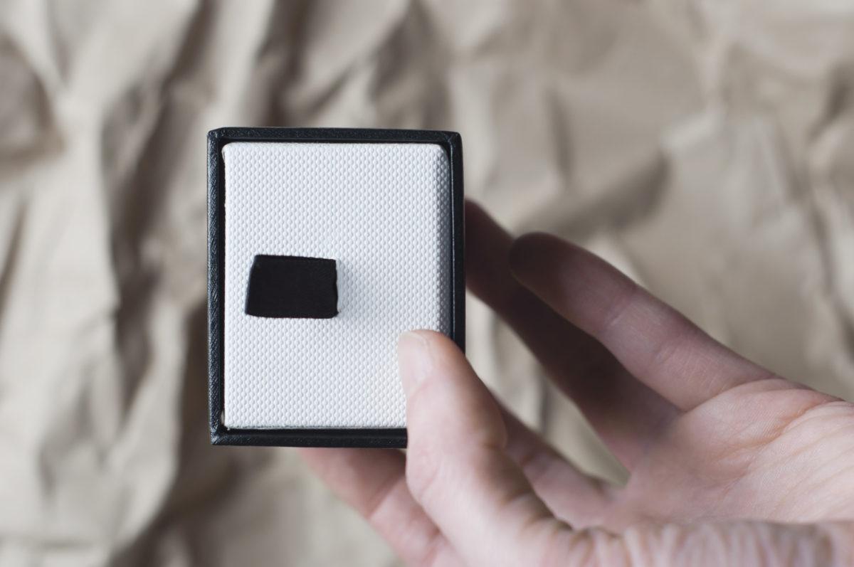 czarno-białe puedłko nabiżuterię