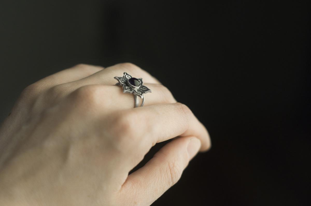 pierścionek zametystem