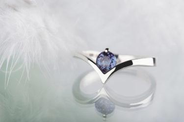 pierścionek zaręczynowy zaleksandrytem