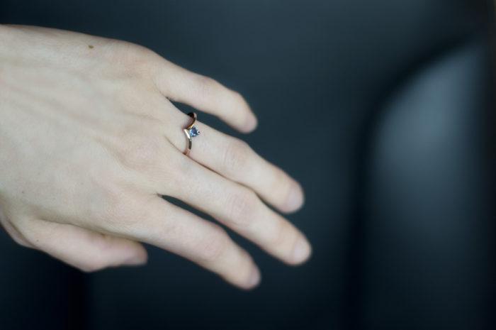 pierścionek z różowego złota z aleksandrytem