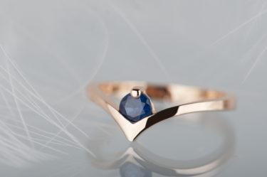 pierścionek zszafirem