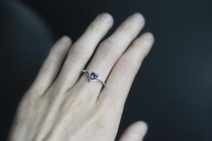 pierścionek z aleksandrytem w kształcie serca