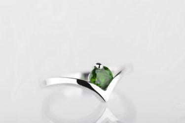 pierścionek zdiopsydem